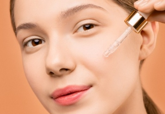 15+ Best Nontoxic & Natural Face Serums And Oils Under $50