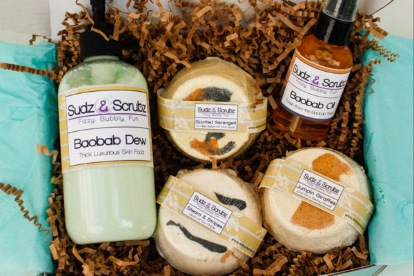 ethical beauty box, organic natural beauty boxes, pure natural box, non toxic beauty subscription box, bath bomb subscription box, relaxation subscription box, skincare subscription box, Sudz & Scrubz Handmade Bath and Shower Subscription Box, natural subscription box, SudzBox (by Sudz & Scrubz) is a new subscription box that sends you an assortment of handmade bath & shower products every month, lavish bath box, luxury bath and body subscription box